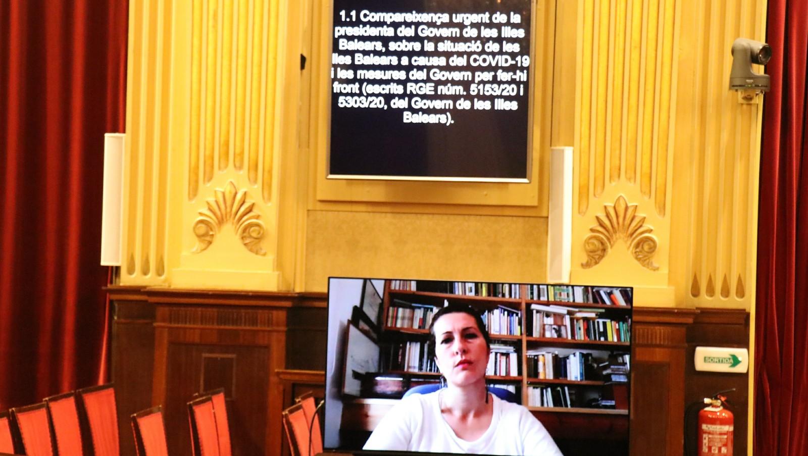 Sílvia Tur (Mixt-Gent per Formentera) fou la primera diputada en intervenir en una sessió parlamentària a través del sistema de videoconferència, el dia 23 de març de 2020.